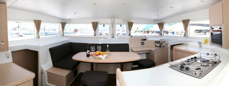 Discover Šibenik region surroundings on this Lagoon 400 Lagoon-Bénéteau boat