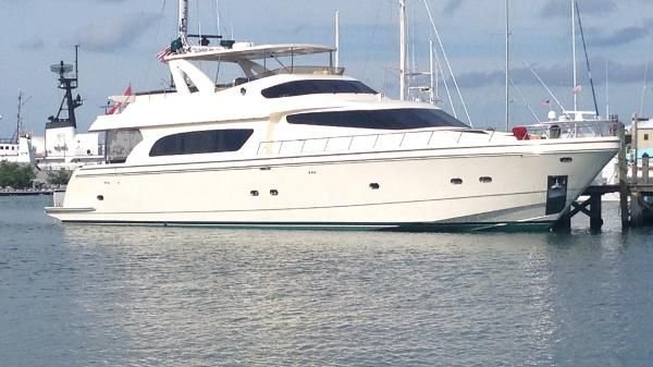 This 88.0' San Marino cand take up to 12 passengers around Fort Myers