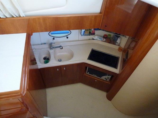 This 39.0' Azimut / Benetti Yachts cand take up to 6 passengers around Split region