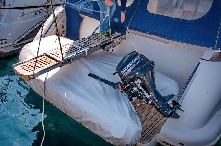 Discover Zadar region surroundings on this Azimut 43 Azimut / Benetti Yachts boat
