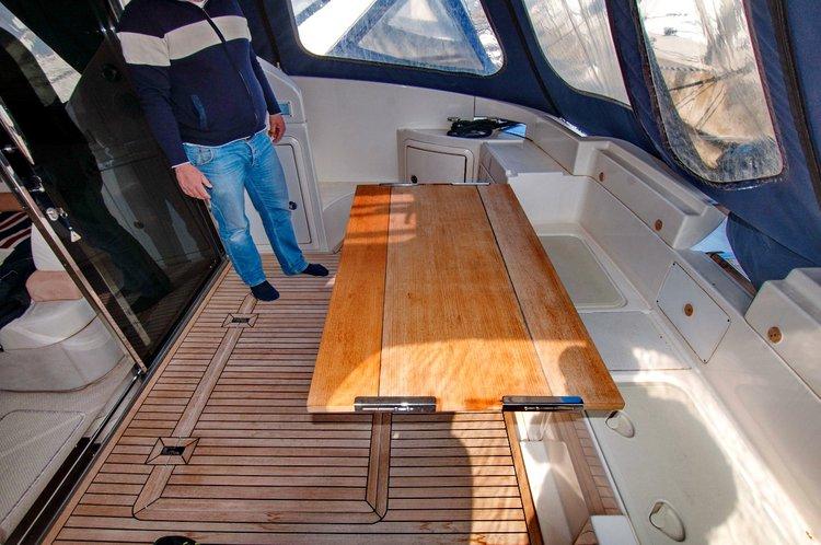 This 42.0' Azimut / Benetti Yachts cand take up to 5 passengers around Zadar region