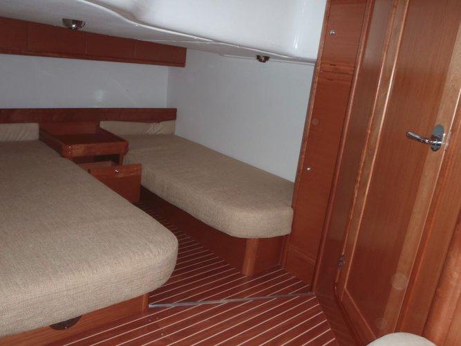 This 43.0' Bavaria Yachtbau cand take up to 5 passengers around Split region