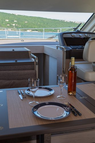 Discover Istra surroundings on this Monte Carlo 5 Bénéteau boat