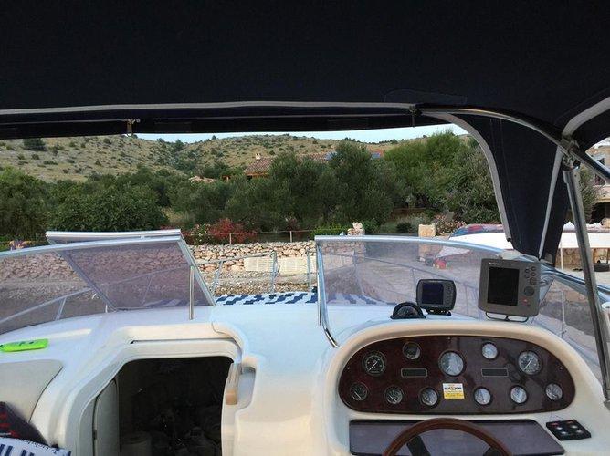 Discover Šibenik region surroundings on this Cranchi Giada 30 Cranchi boat