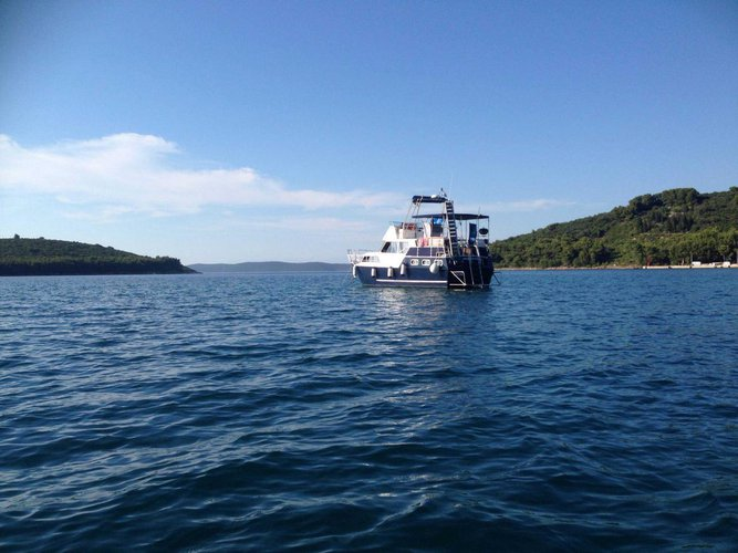 This 42.0' De Groot cand take up to 8 passengers around Zadar region
