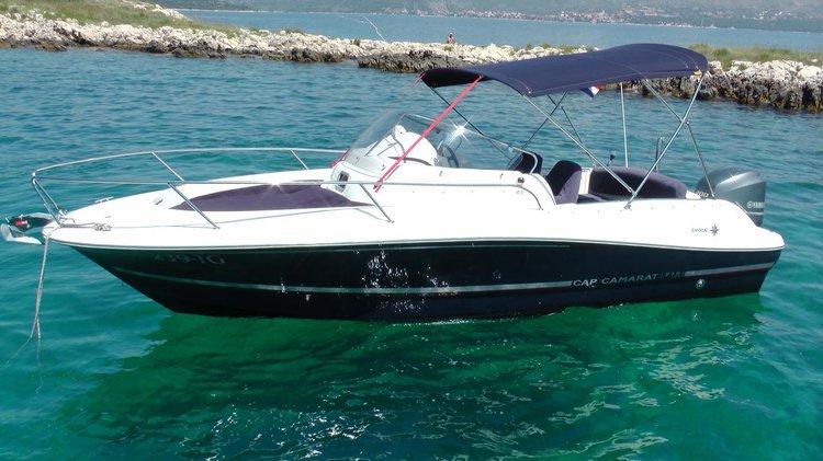 Discover Split region surroundings on this Jeanneau 715 WA Jeanneau boat