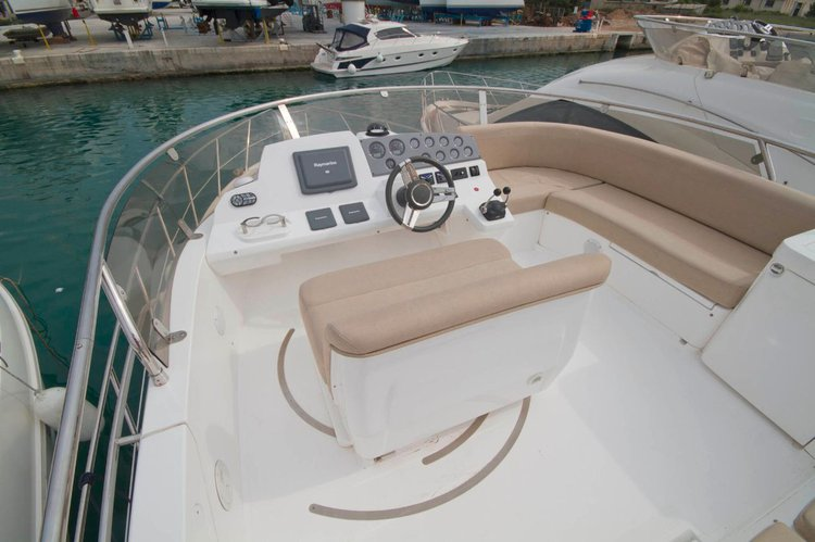 Discover Split region surroundings on this Sealine F42 Sealine boat