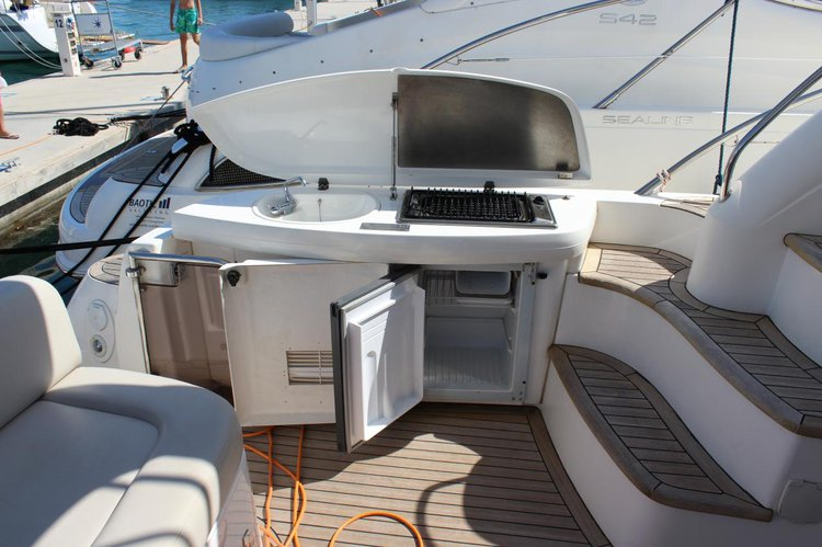 Discover Split region surroundings on this Sealine T47 Sealine boat