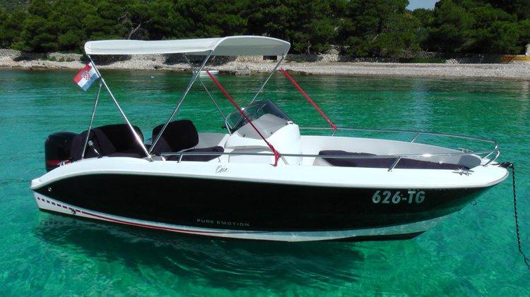 This 18.0' Sessa Marine cand take up to 6 passengers around Split region