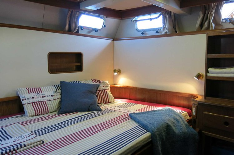Up to 7 persons can enjoy a ride on this Motor yacht boat