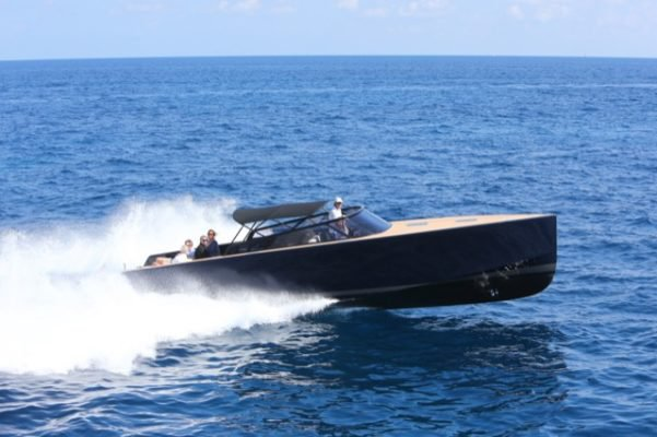 Discover Cannes surroundings on this 40' VanDutch boat