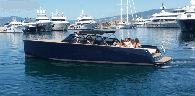 This 40.0' VanDutch cand take up to 10 passengers around Cannes