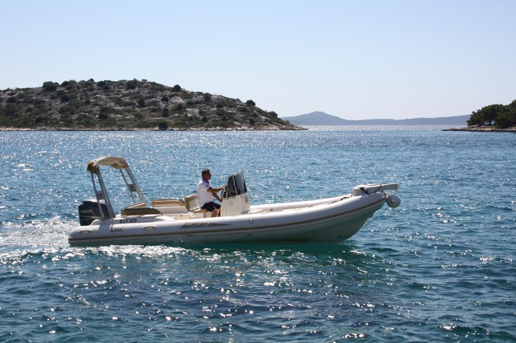 This 23.0' BSC cand take up to 10 passengers around Zadar region