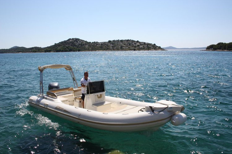 Up to 10 persons can enjoy a ride on this Other boat