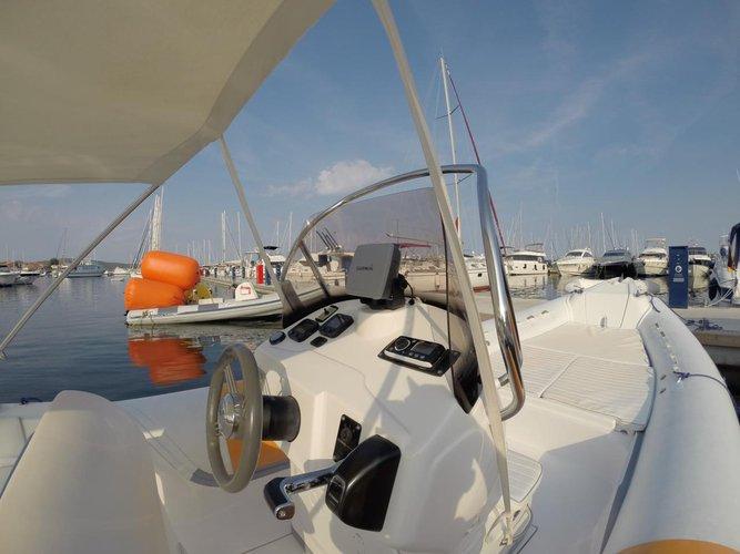 This 24.0' Bat cand take up to 10 passengers around Zadar region