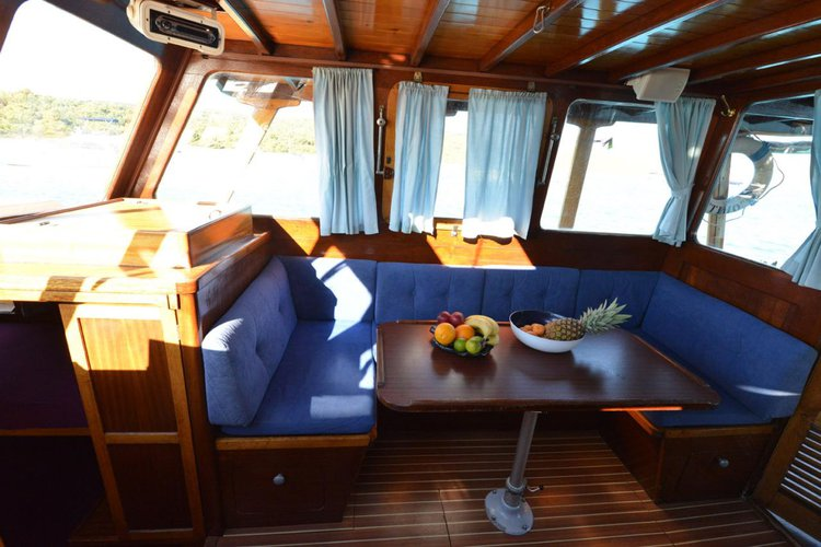 This 36.0' Custom Made cand take up to 7 passengers around Zadar region