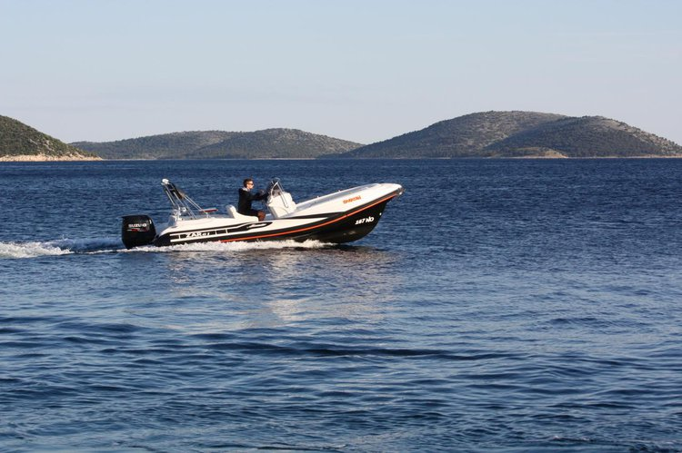 This 20.0' ZAR FORMENTI SRL cand take up to 8 passengers around Zadar region