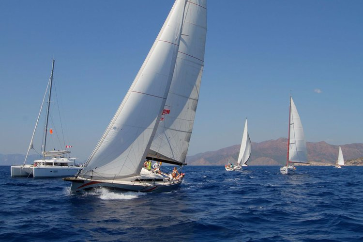 This 41.0' AD Boats cand take up to 8 passengers around Aegean