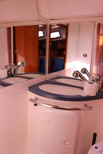 This 37.0' Bavaria Yachtbau cand take up to 7 passengers around Split region