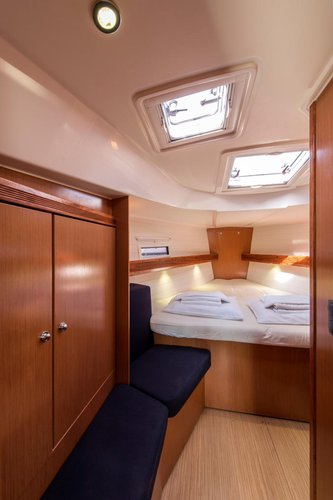 This 39.0' Bavaria Yachtbau cand take up to 6 passengers around Saronic Gulf