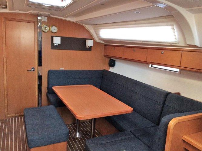 This 40.0' Bavaria Yachtbau cand take up to 8 passengers around Saronic Gulf