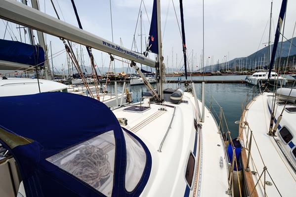 Discover Aegean surroundings on this Bavaria 42 Cruiser Bavaria Yachtbau boat