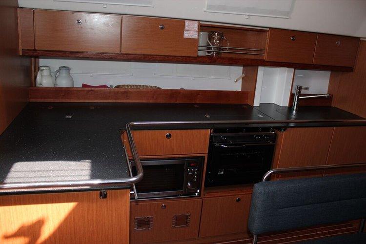 This 46.0' Bavaria Yachtbau cand take up to 8 passengers around Istra