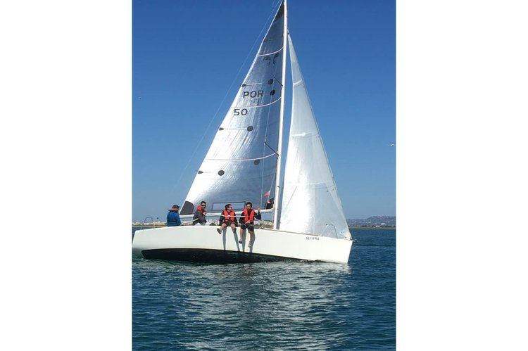 This 25.0' Beneteau cand take up to 4 passengers around Faro