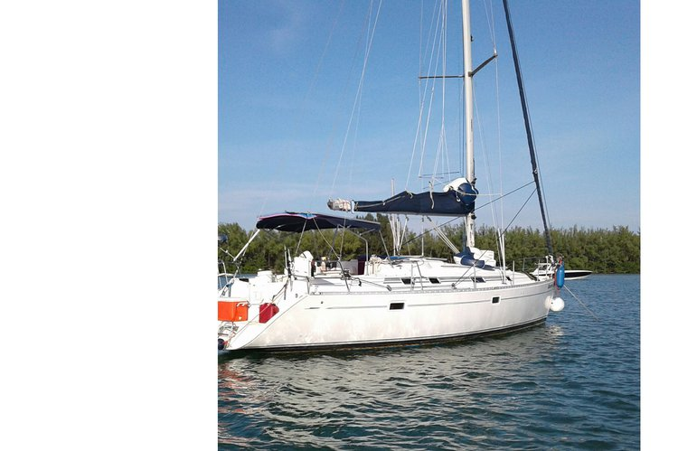 Discover Miami surroundings on this Beneteau Beneteau boat