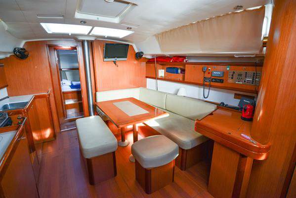 Discover Aegean surroundings on this Oceanis 43 Bénéteau boat