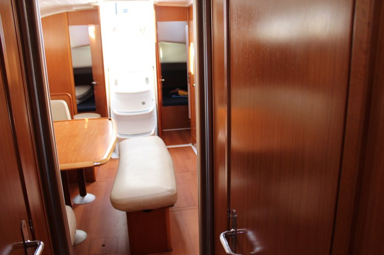 Discover Tuscany surroundings on this Cyclades 43.4 Bénéteau boat