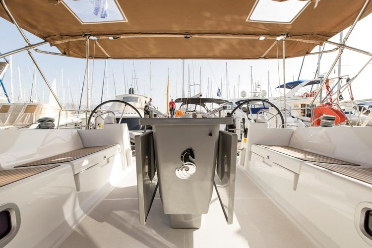 Discover Saronic Gulf surroundings on this Oceanis 45 Bénéteau boat