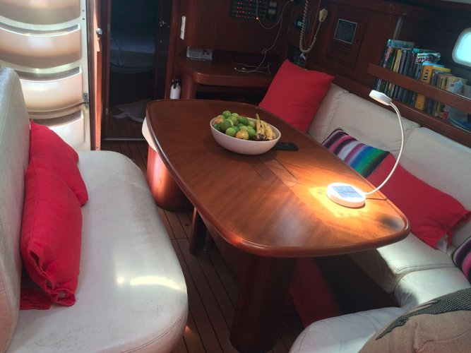 Discover Bolívar, Colombia surroundings on this Oceanis 50 Family Bénéteau boat