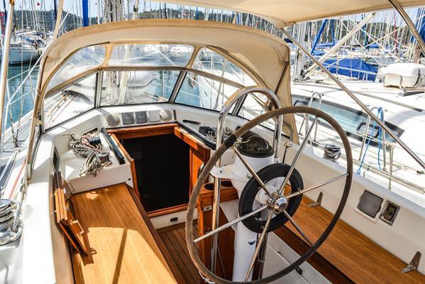 This 33.0' C-Yacht cand take up to 4 passengers around Aegean