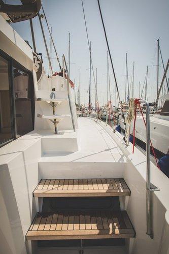 This 39.0' Catana cand take up to 8 passengers around Ionian Islands