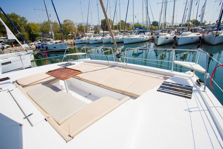 This 39.0' Catana cand take up to 8 passengers around Ionian Islands