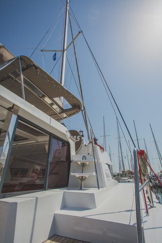 This 39.0' Catana cand take up to 8 passengers around Saronic Gulf
