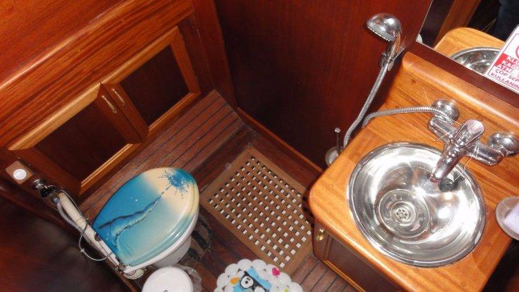 Discover Šibenik region surroundings on this Larus Custom Made boat