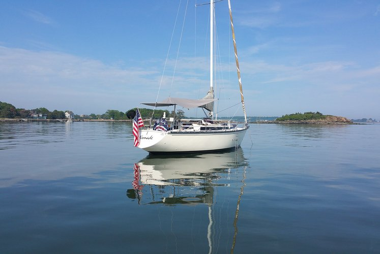 This 35.0' Dufour cand take up to 6 passengers around Sag Harbor