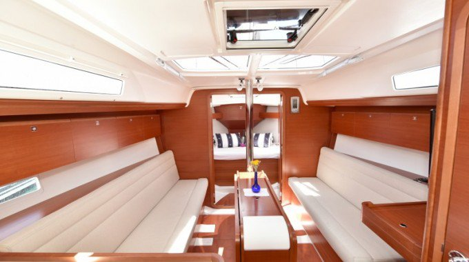 This 33.0' Dufour Yachts cand take up to 7 passengers around Zadar region