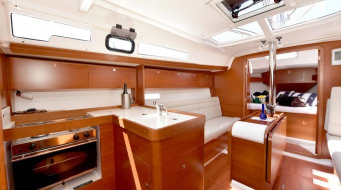 33.0 feet Dufour Yachts in great shape