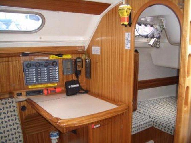This 42.0' Dufour Yachts cand take up to 10 passengers around Saronic Gulf