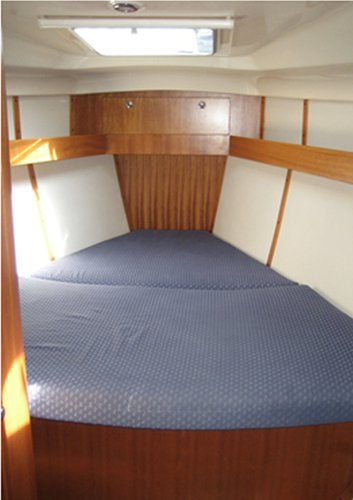 Up to 7 persons can enjoy a ride on this Elan Marine boat