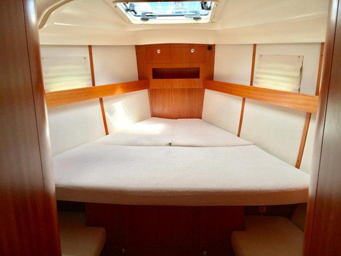 This 43.0' Elan Marine cand take up to 8 passengers around Split region