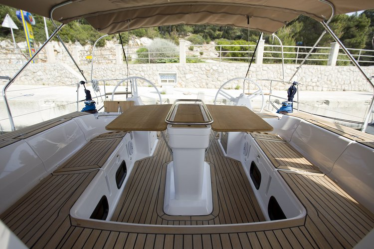 This 49.0' Elan Marine cand take up to 12 passengers around Kvarner