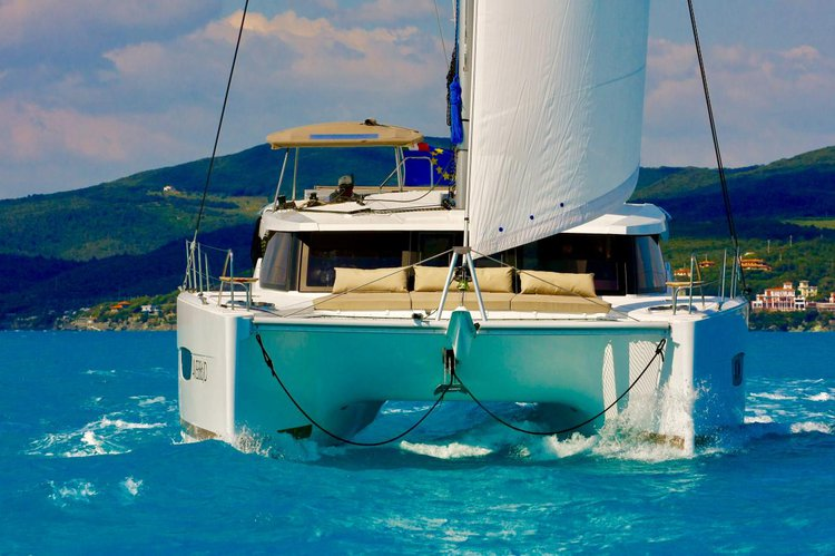 38.0 feet Fountaine Pajot in great shape