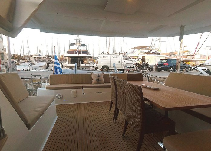 Discover Cyclades surroundings on this Fountaine Pajot Lucia 40 Fountaine Pajot boat