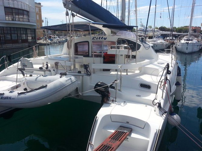 Discover Zadar region surroundings on this Lavezzi 40 Fountaine Pajot boat