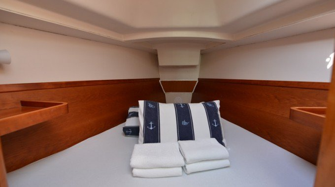 This 31.0' Hanse Yachts cand take up to 6 passengers around Zadar region