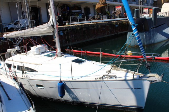 Rent this Jeanneau Sun Odyssey 32 for a true nautical adventure